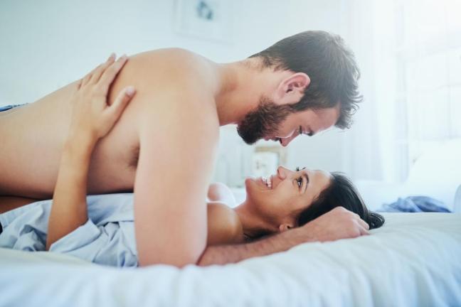 coppia sul letto Farmajet