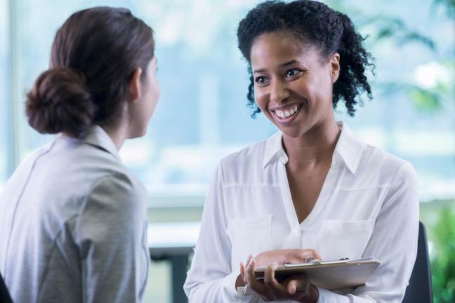 donna che consulta un dottore farmajet
