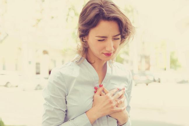 donna con infarto farmajet.jpg