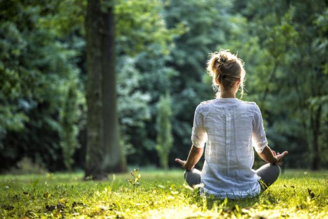 donna in meditazione farmajet