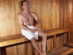 uomo nella sauna farmajet