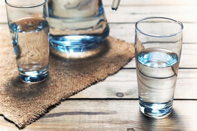 bicchiere d'acqua.jpg