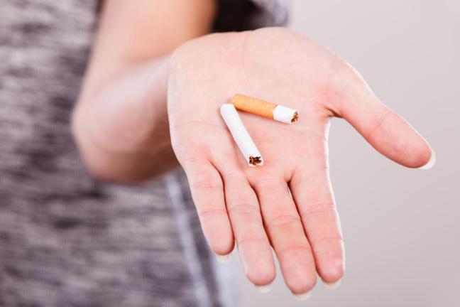 donna che smette di fumare.jpg