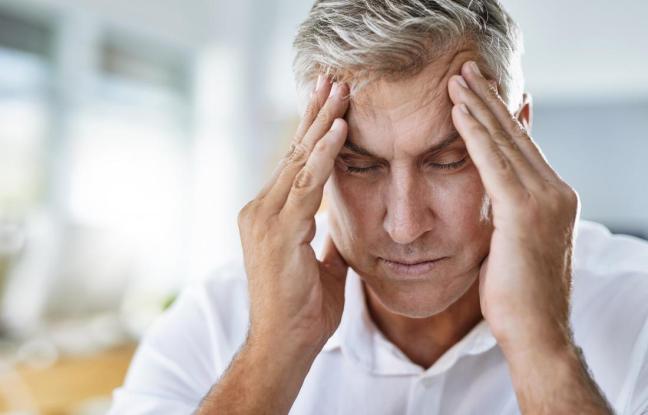 uomo con mal di testa.jpg