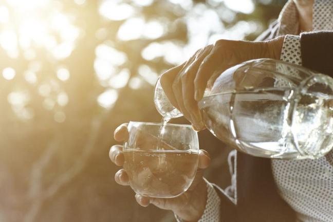 bere acqua.jpg